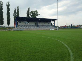 rekonstrukce zazemi fotbalove tribuny olomouc repcin petra gajdova barbora simonova pohled z hriste